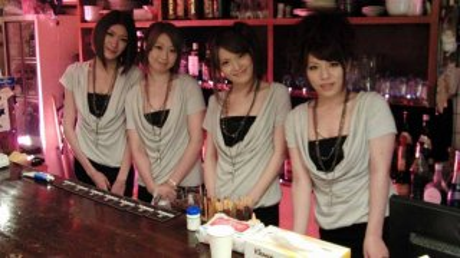 Anna Kirishima, Haruka Sasano, Hinata Hyuga and Kana Suzuki are sexy waitresses - Japan HDV