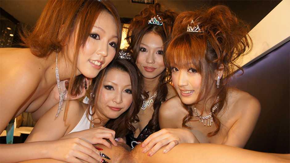 Karin, Saki, Shiho and Yuki are having fun in the night club - Japan HDV