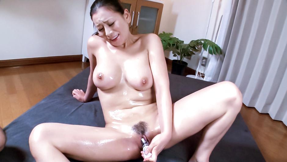 Busty milf enjoys Japan cum over her hairy pussy - JAVHD