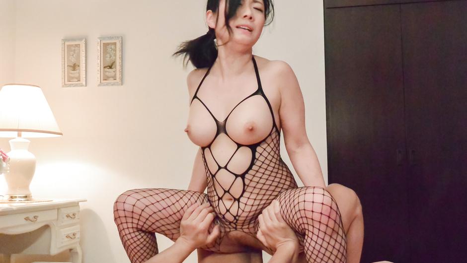 Asian foot fetish porn spectacle along busty Shino Izumi - JAVHD