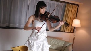Violin fan Yuria Tominaga rubs her pussy with the bow - Japan HDV